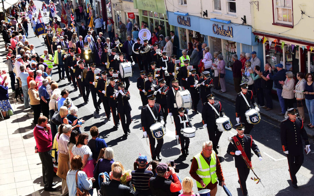 The Parade processing along the High Street keeping in step with the band from Poperinge in Belgium, who are twinned with the town of Hythe. (c) Barry Duffield DL.