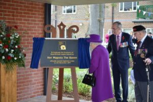 HMQ unveils a plaque to celebrate the opening of Appleton Lodge. (c) Rob Berry.